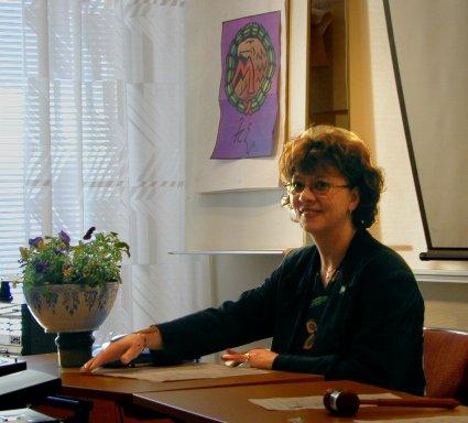 Britt Näslund Strömberg som mötesordförande