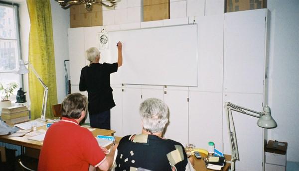 Gunilla Gröndahl leder en kurs